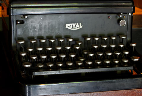 1Kept typewriter