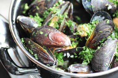 B Too Mussels