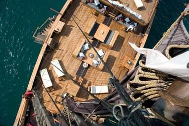 Silolona Phinisi Deck