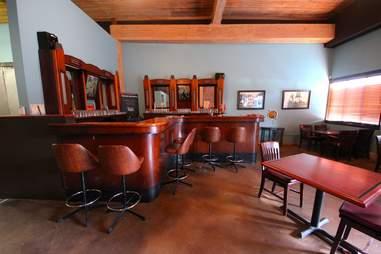 Spinnaker Bay Brewing interior