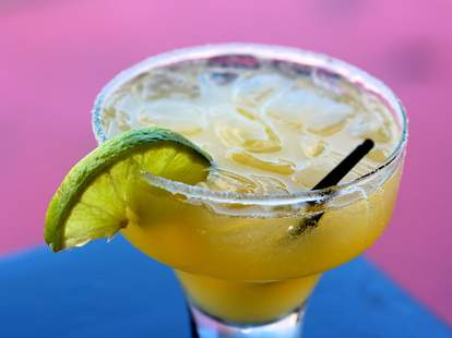 A margarita on the rocks with a slice of lime