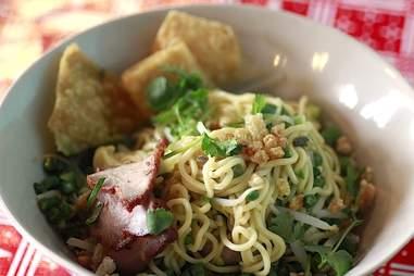 Dry noodles as Sen Yai.