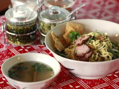 Sen Yai soup and noodles