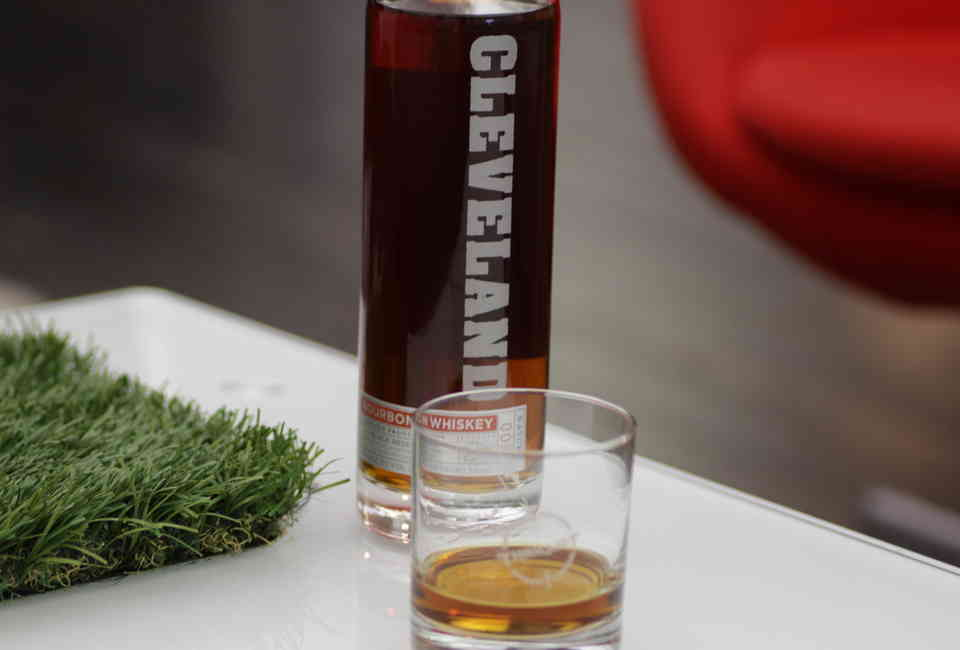 Cleveland Christmas Bourbon.The Pressure Aged Cleveland Whiskey Taste Test Drink