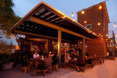 Station Tavern and Burgers patio