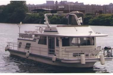 1988 Gibson houseboat