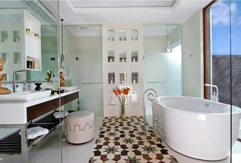 Samabe Bali Resort & Villas beach bathroom