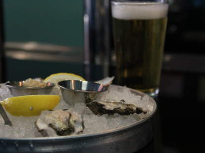 Fresh Oysters with lemons
