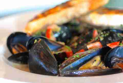 1hundred bistro mussels