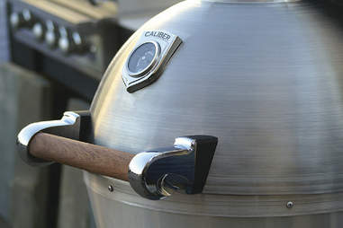 up close shot of controls on thermashell pro charcoal grill