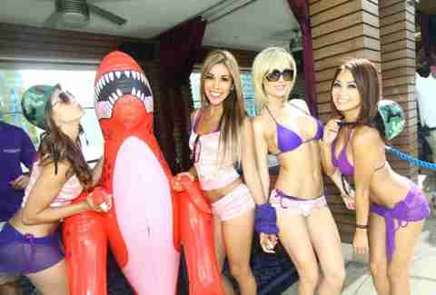 Topless Pool Las Vegas - A Complete Guide (PHOTOS) - Thrillist