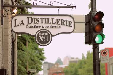 Montreal, bar, La Distillerie, big drinks, mason jar drinks