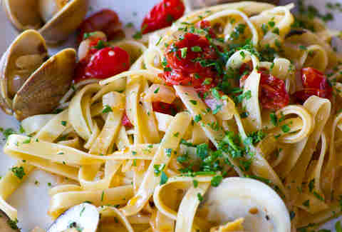 Mezza Luna Trattoria - linguini and clams