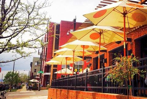 Outdoor seating at Ale House at Amato's