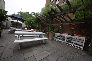 Gilligan's picnic tables