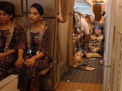 singapore airlines meal turbulence