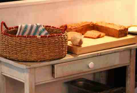 Bread table Station