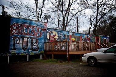 Exterior of Santa's Pub in Nashville