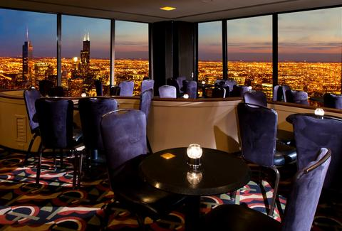 The Signature Room at 95th lounge overlooking chicago