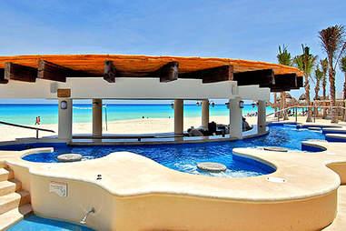 omni cancun pool bar