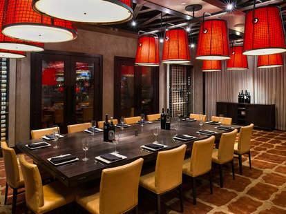 Del Frisco's Grille elegant dining room