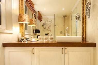 Eh'haeusl bathroom