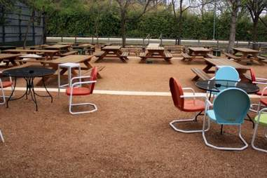 The outdoor area at Katy Trail Ice House