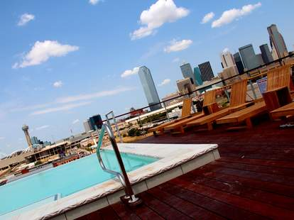 The rooftop pool at NYLO South Side