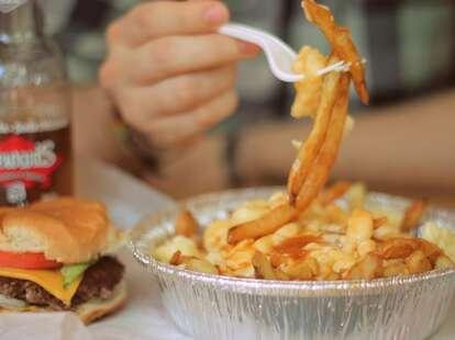 Montreal, restaurant, poutine, hamburger, Chez Philippe
