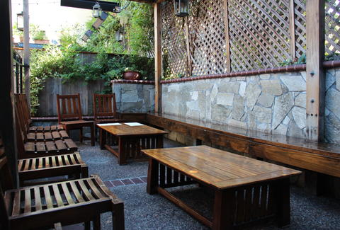 Outdoor seating at The Tipsy Pig