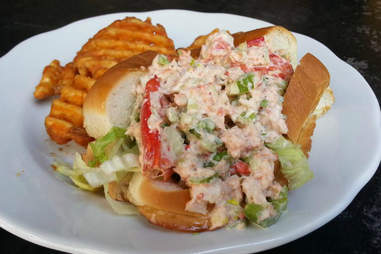 charlie's kitchen lobster roll