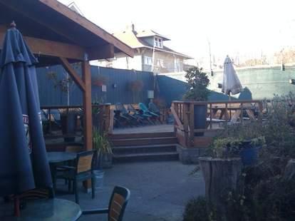 Rose & Thistle patio area
