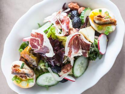 Salada Gordo: salada, tea egg, jamón mangalica & anchovy