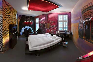 V8 Hotel Tuner