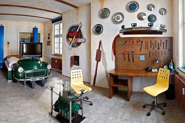 V8 Hotel Garage