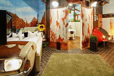 V8 Hotel Nostalgia