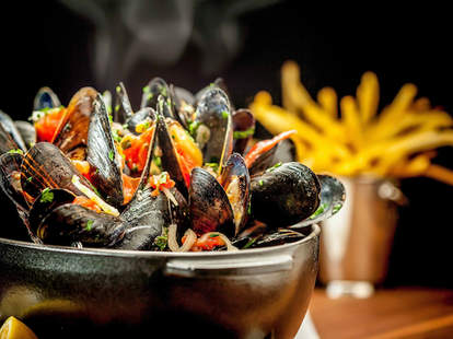 Steamed mussels and fries