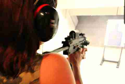 Girl shooting HK MP 4.6 x 30mm at Lock and Load Miami