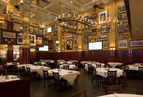 Carmine S Nyc S Legendary Italian Restaurant At The