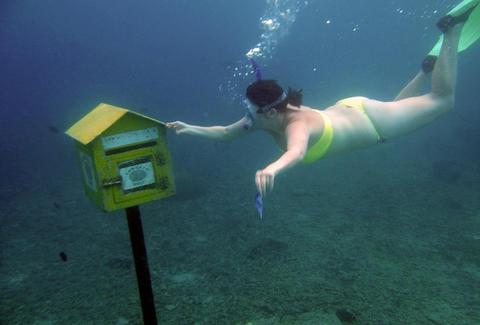 underwater mail delivery