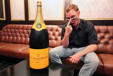 Nebuchadnezzar Veuve Clicquot Yellow Label at The Underground in River North