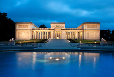 The Legion of Honor at night