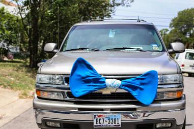 Favor bowtie truck