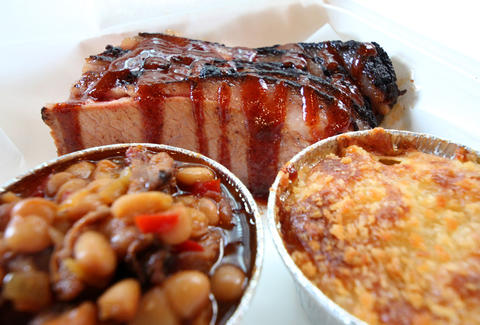 Brisket, mac and cheese and baked beans at Blackwood BBQ in the Loop