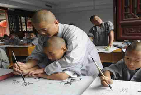 Learn kung fu at China's Shaolin Temple