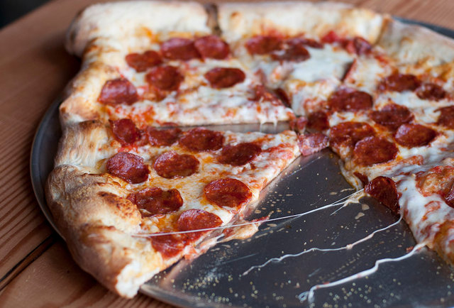 This app lets you... score leftovers, from strangers?