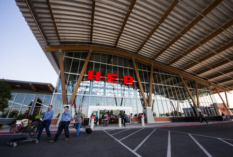 The entrance of the H-E-B at Mueller