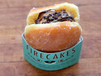 firecakes donuts river north chicago