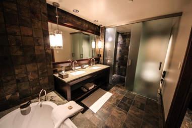 Primland Bath