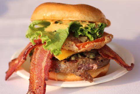 A delicious bacon cheeseburger